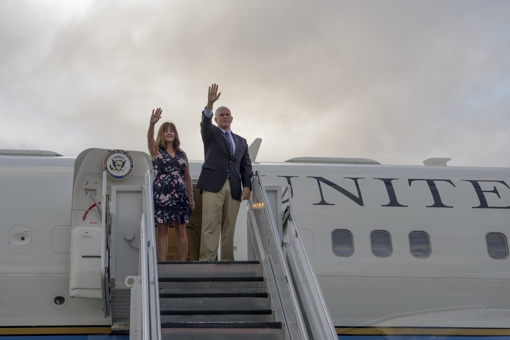 Vice President, Second Lady depart Hawaii