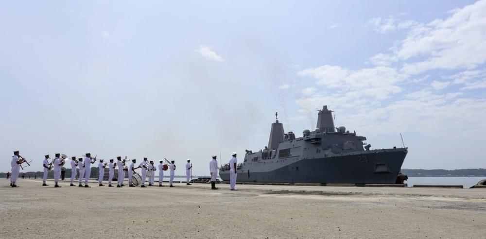 USS Anchorage pulls into Sri Lanka