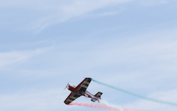 Hubie Tolson performs during the 2018 MCAS Cherry Point Air Show
