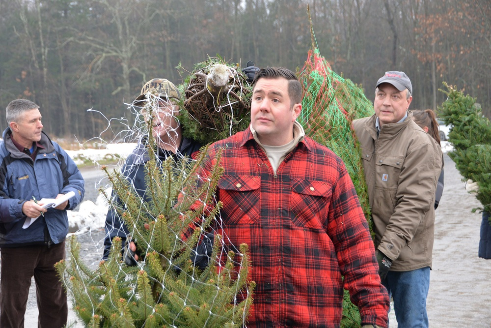 New York Airmen and Soldiers volunteer time to load 'Trees for Troops'