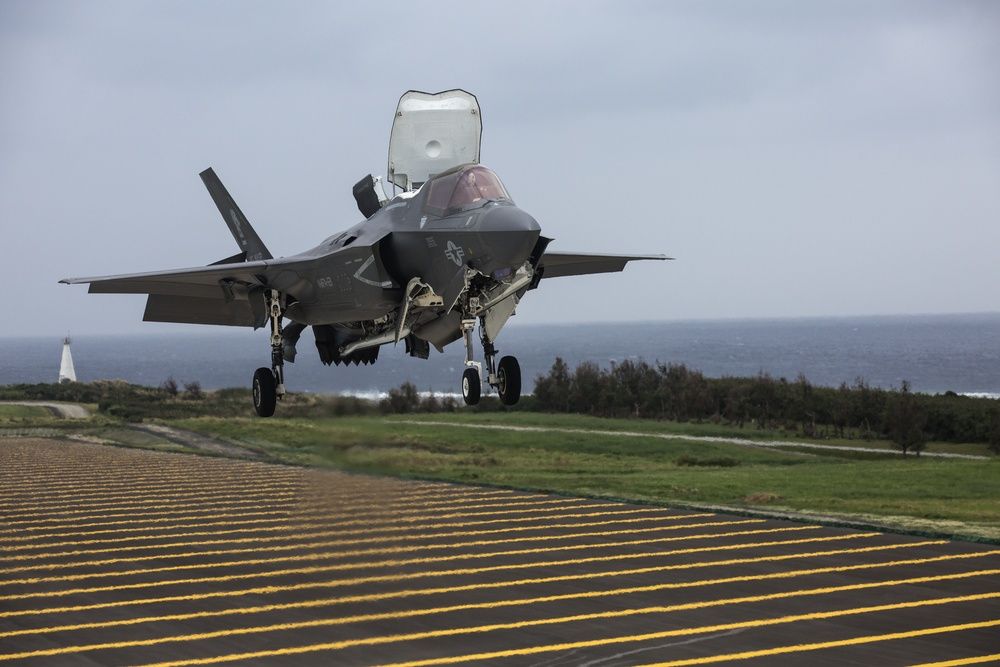 F-35B Lightning II lands at Ie Shima Island for first time