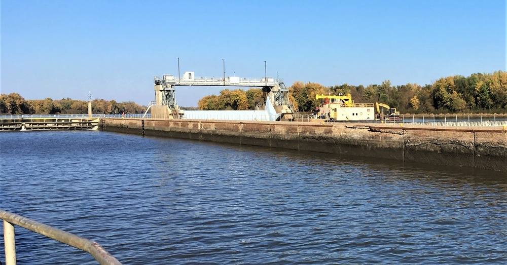Corps of Engineers on Track for Illinois Waterway Lock Closures
