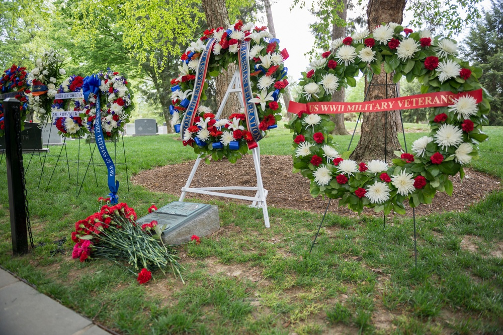 Wreath-Laying Ceremony at the Spirit of the Elbe Marker