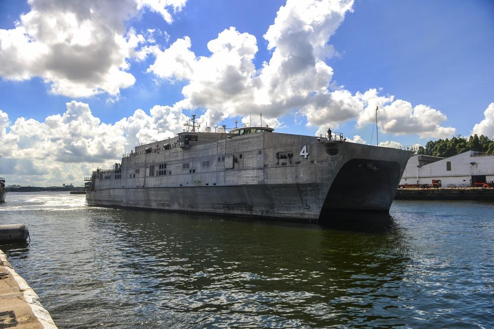 USNS Fall River Pulls into Singapore