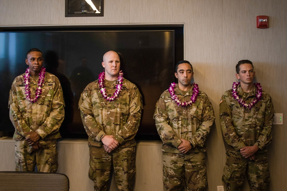 Hawaii base Soldiers subdue irate passenger aboard plane