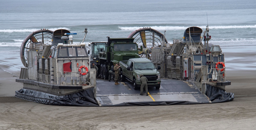 LCAC Lands in Oregon for DSCA Exercise