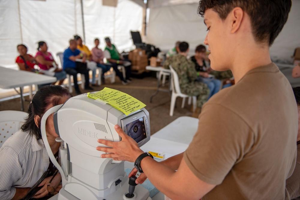 USNS Comfort Crew Treats Patients in Colon
