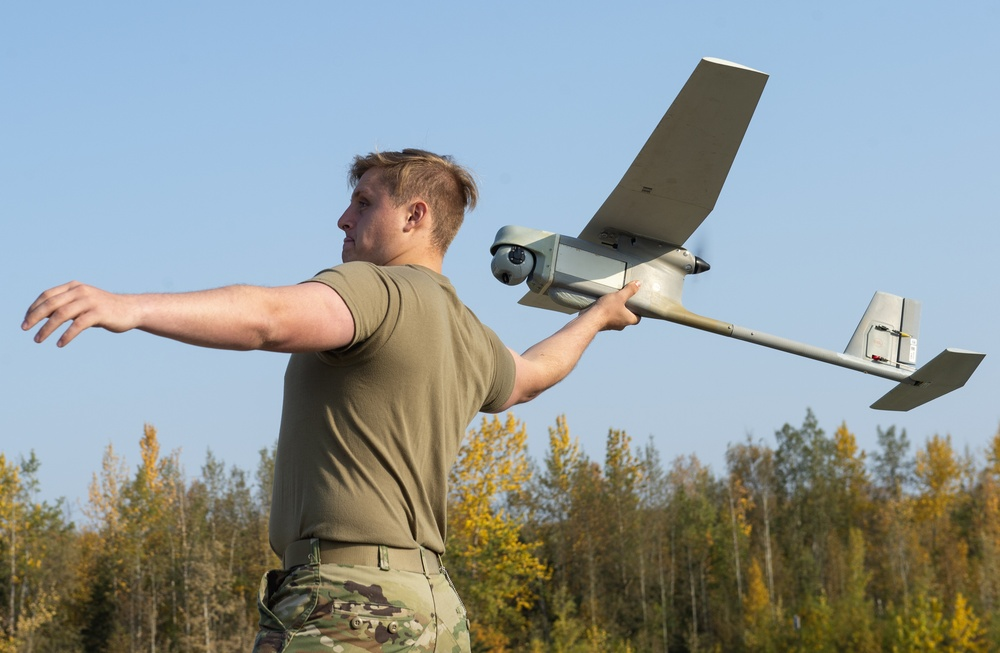 Blackfoot Co., '1 Geronimo' paratroopers operate the RQ-11B Raven UAV at JBER