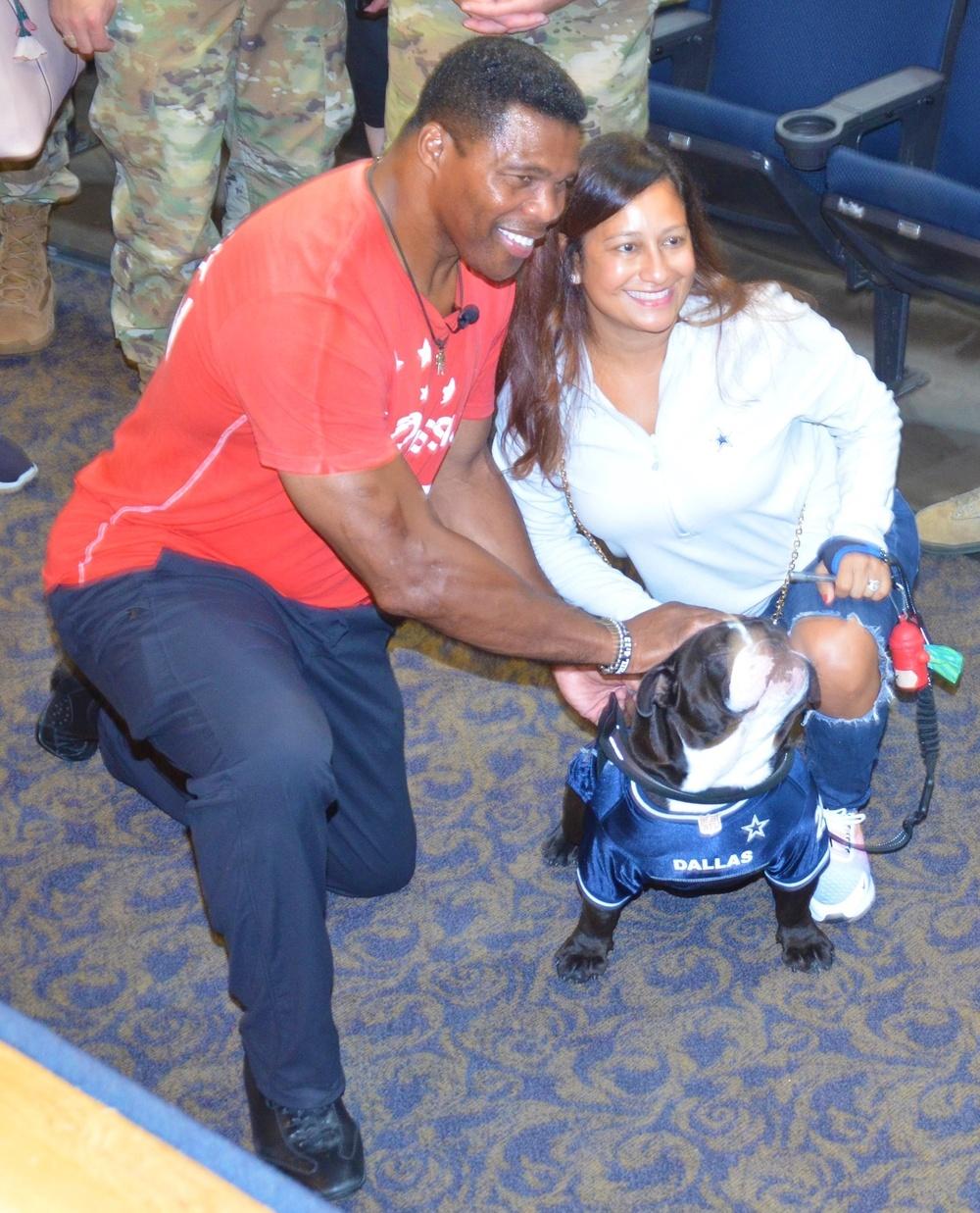 Herschel Walker poses with fan