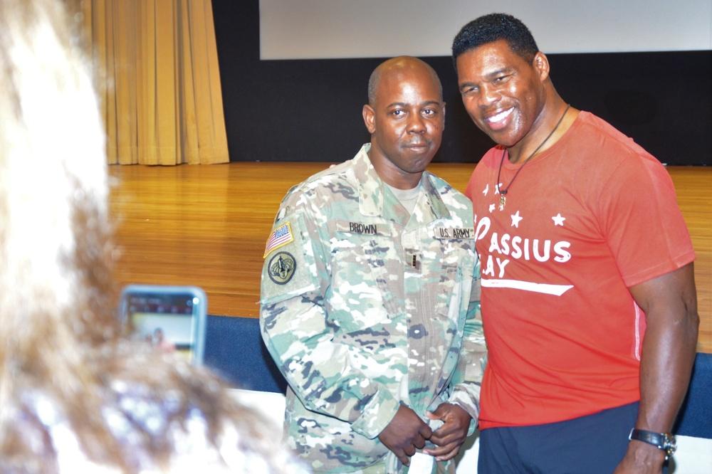 Herschel Walker meets a fan