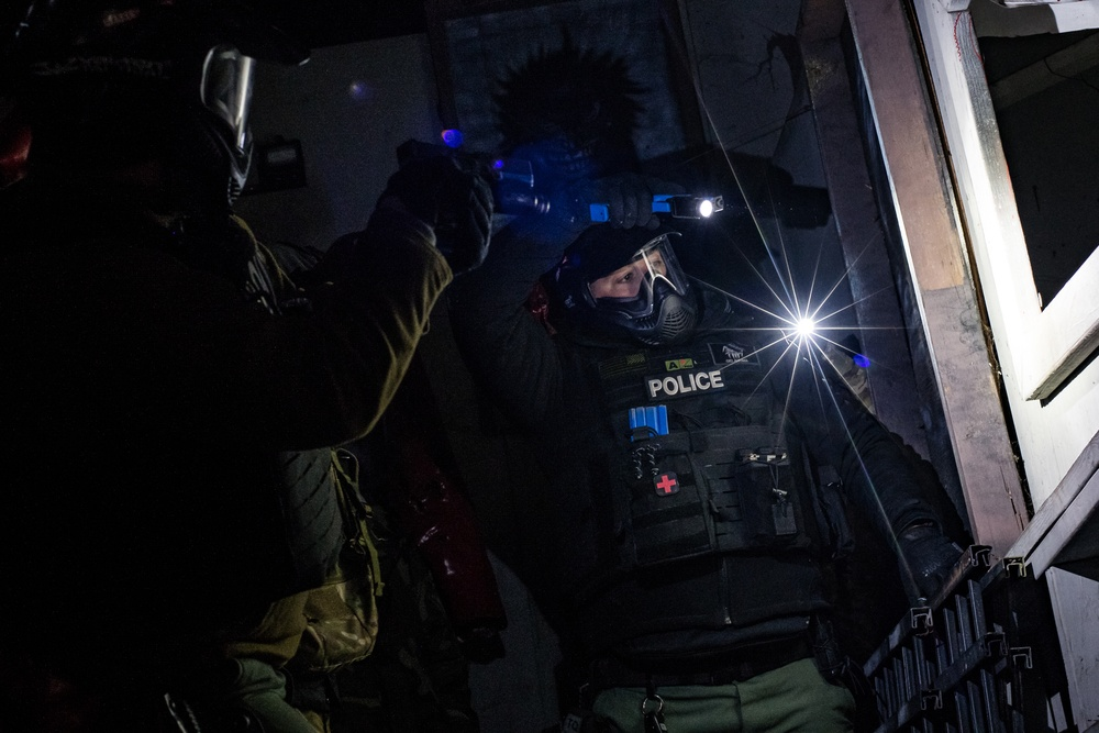 137th SOW security forces participate in Oklahoma County Sheriff SWAT training