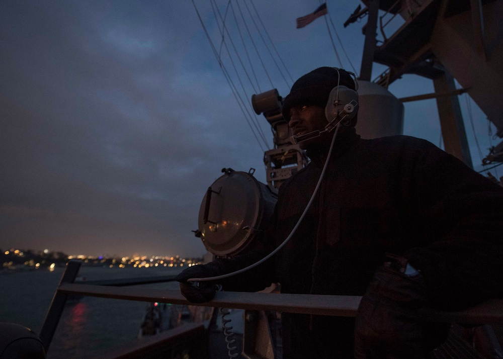 USS Carney (DDG 64)