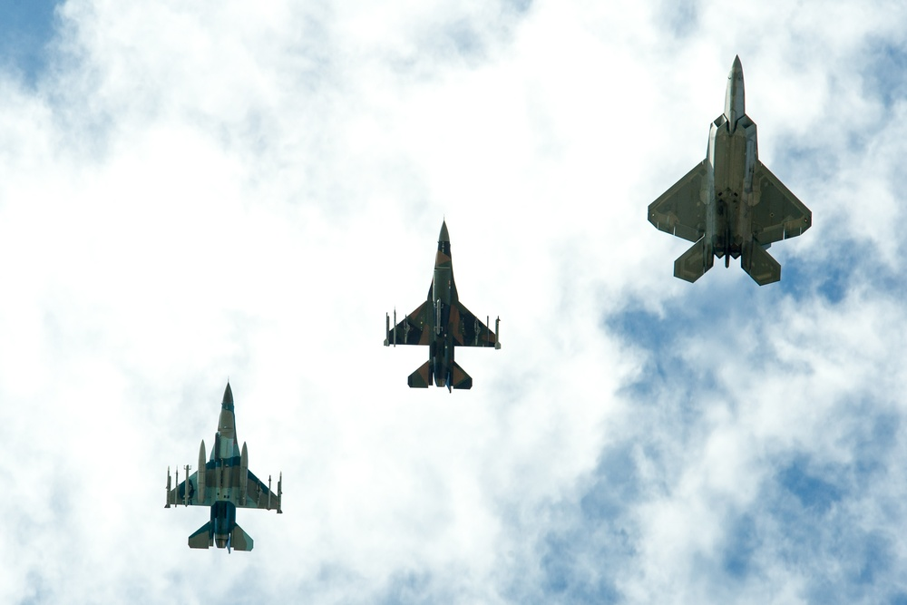 Combat aircraft migrate to Aloha State for fighter integration