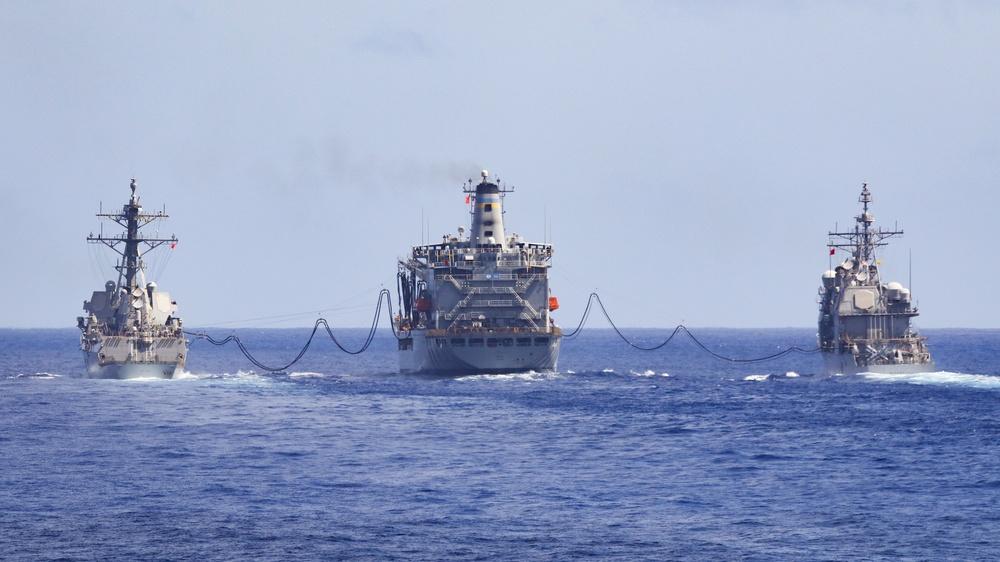 USS Kidd (DDG 100) & USS Bunker Hill (CG 52)