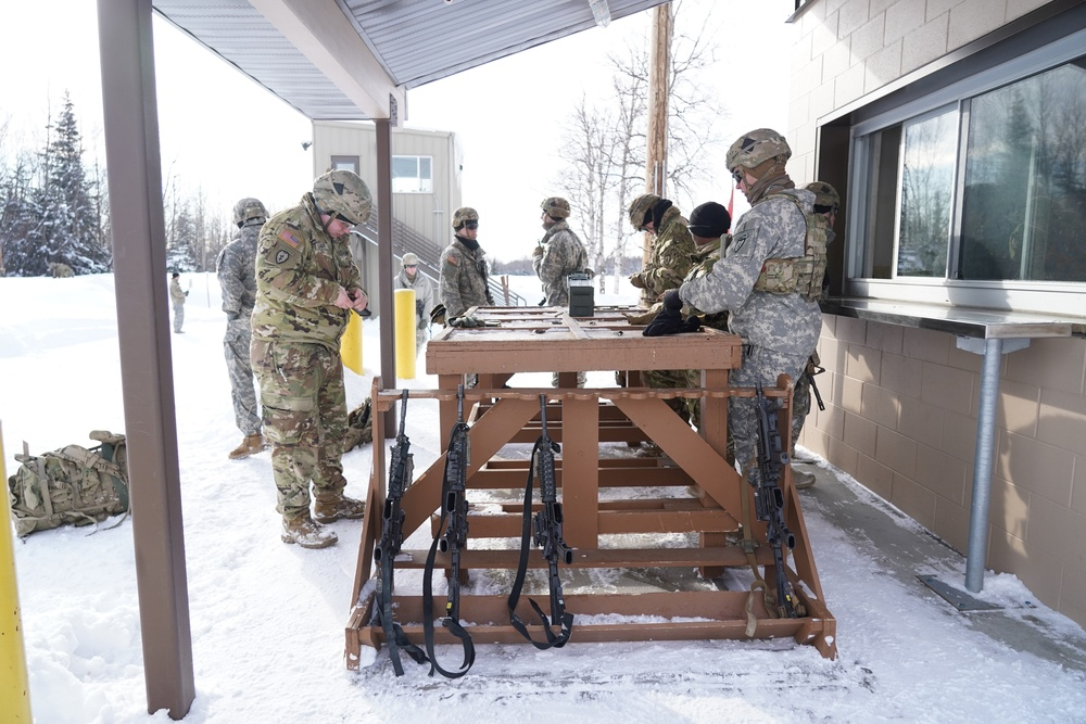 JBER Paratroopers zero in on Weapons Qualification
