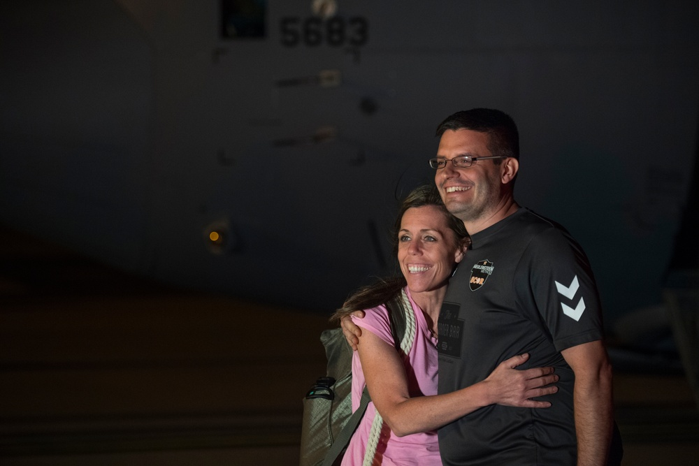 SOUTHCOM supports transport of U.S. citizens from Honduras to U.S.