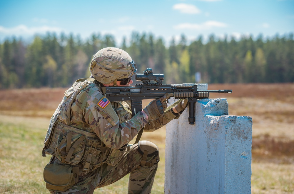 2CR Soldiers train on British weapons during NATO's eFP BG-P