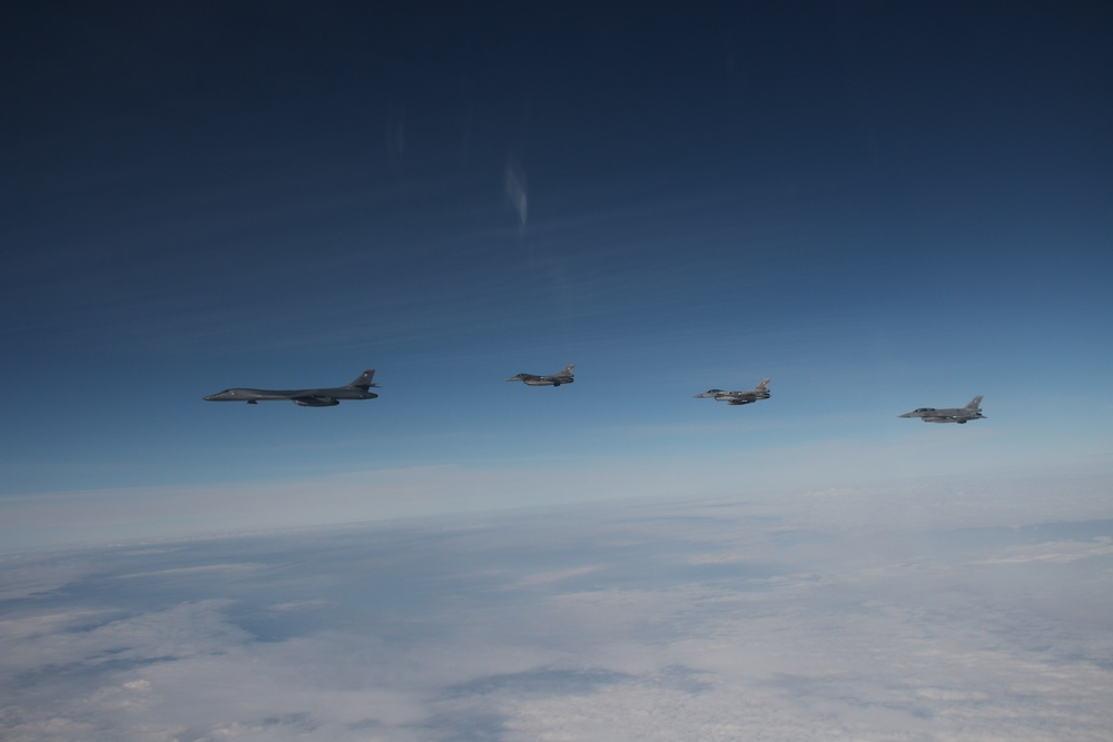 B-1 integrates with Polish aircraft during BTF Europe