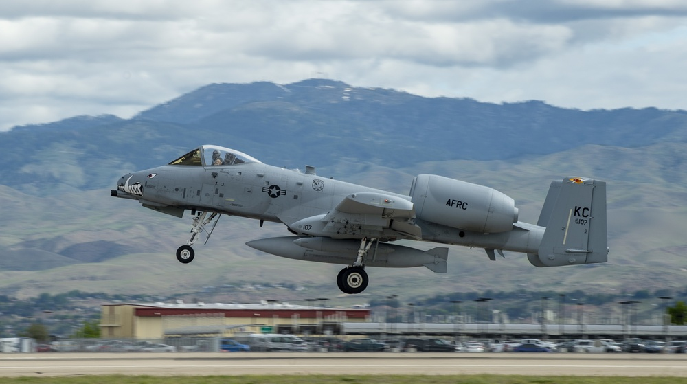 Pilots and A-10s of the 124th Fighter Wing Deploy During COVID-19 Pandemic