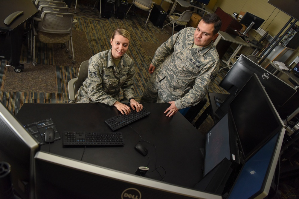 Team Players: Intelligence Reservists stand out on the job, in the community
