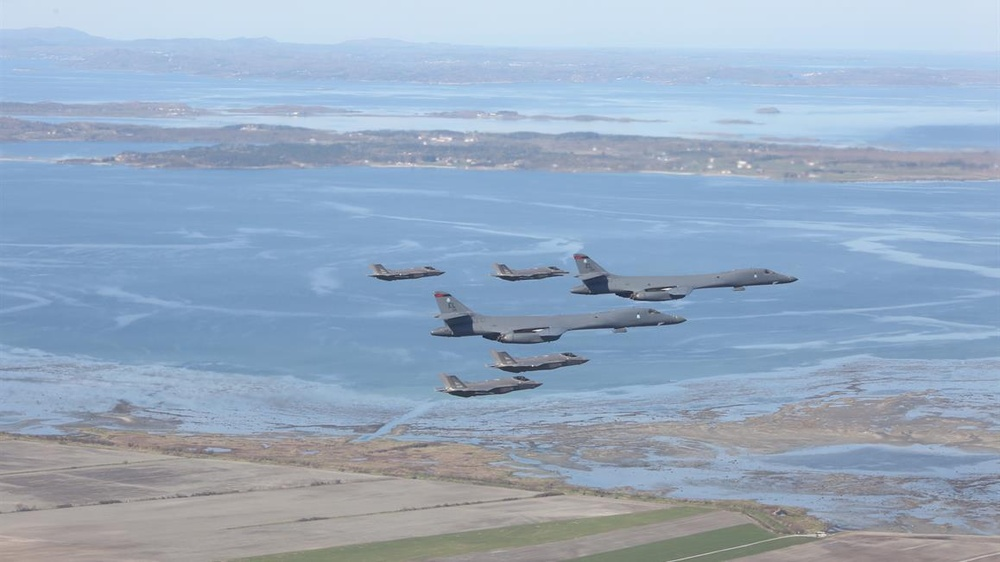 B-1s integrate with Norwegian F-35s during BTF Europe