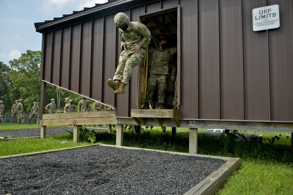 404th Paratroopers & US Navy EOD Conduct Joint Training