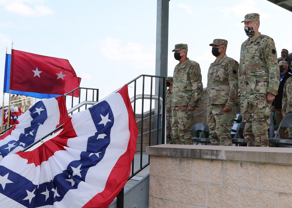 Iron Division conducts change of command ceremony