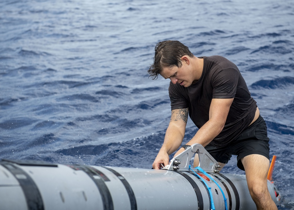 ExMCM Conducts UUV Operations with SWCC