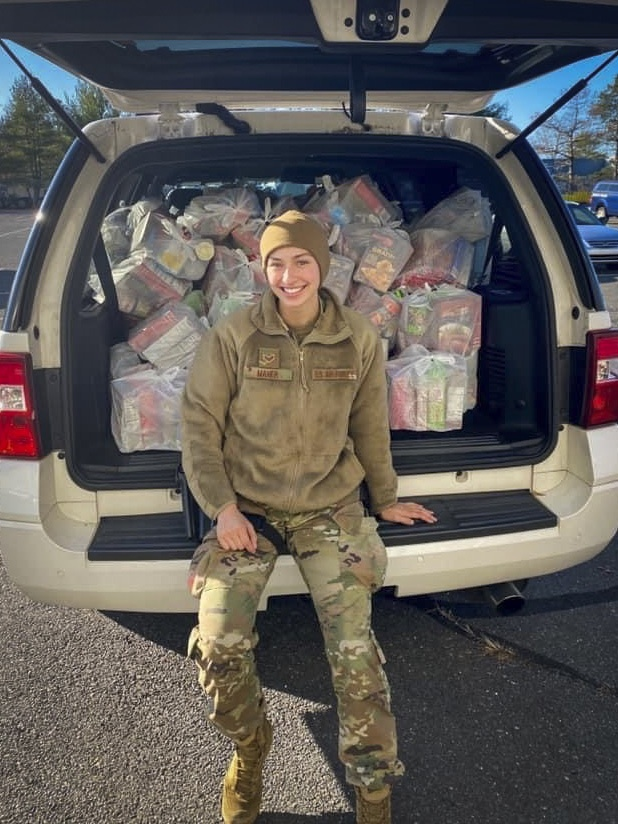 Connecticut Guardsman organizes Thanksgiving meal donations