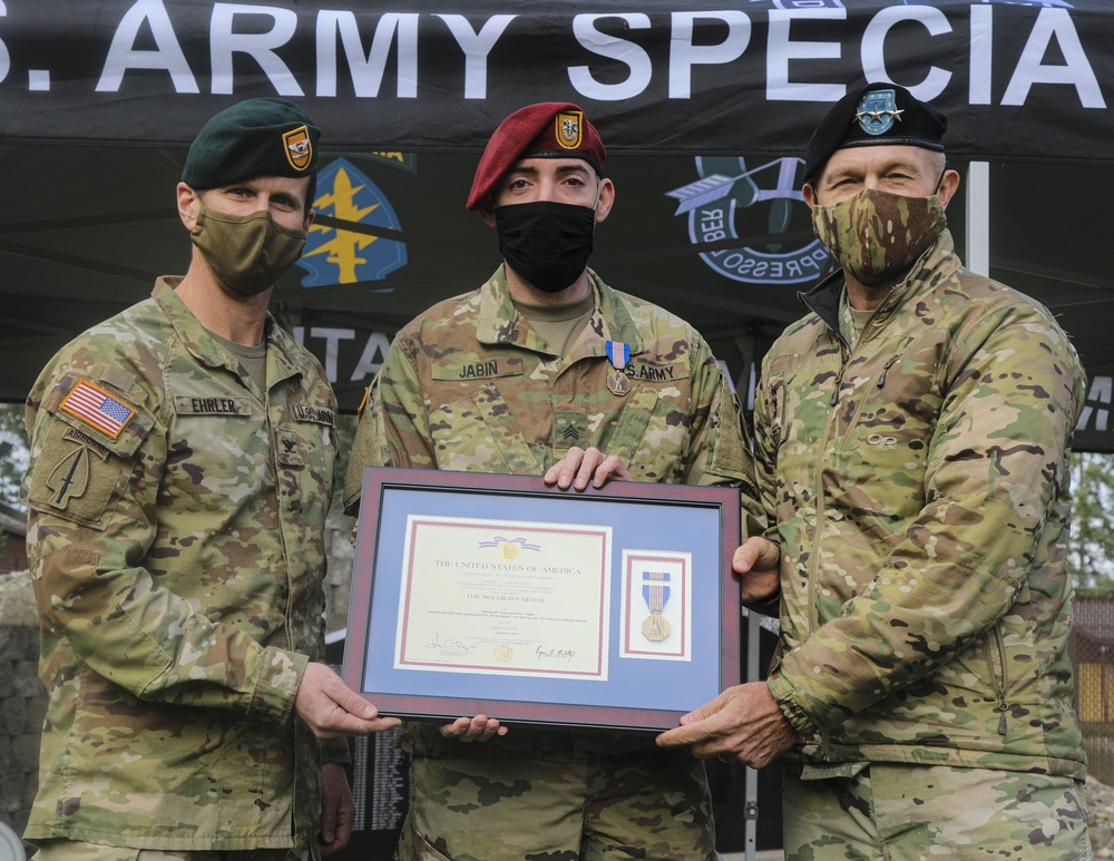 JBLM Soldier receives Soldier's Medal for heroic life-saving actions