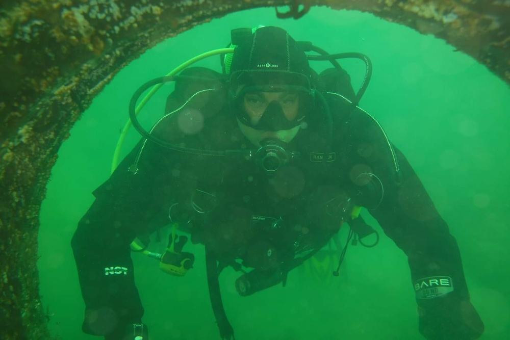 ARCP Soldiers dive into scuba certification training