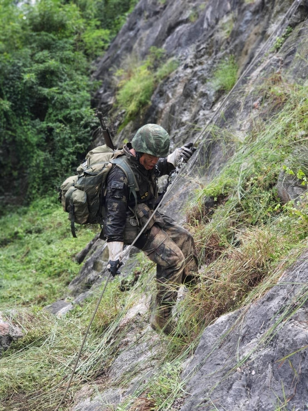 Ten weeks in Thailand: 1st SFG (A) Green Beret is first U.S. Soldier to complete Royal Thai Army's Ranger School
