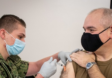 NUWC Keyport commanding officer receives COVID-19 vaccine