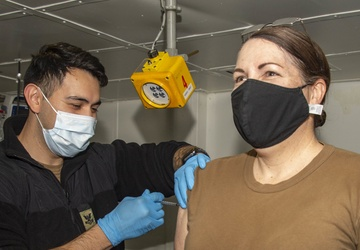 Essex First Pacific Fleet Ship to Receive Vaccinations Aboard Ship