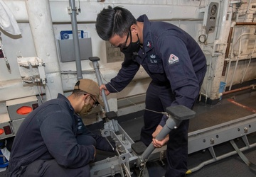 USS Bunker Hill (CG 52) Conducts Routine Operations