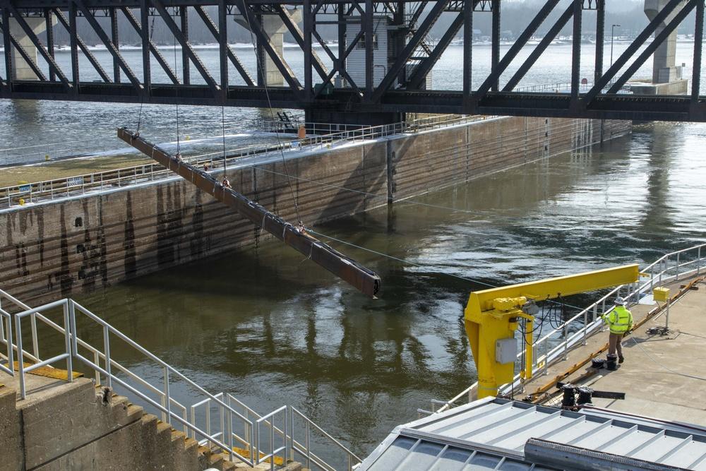 Underwater Acoustic Deterrent System installed at Lock, Dam 19