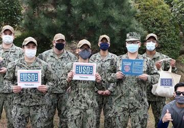 USO Yokosuka Thanks Submarine Group 7 Servicemembers