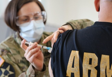 US Army Nurse Administers Covid-19 Vaccine to Retirees