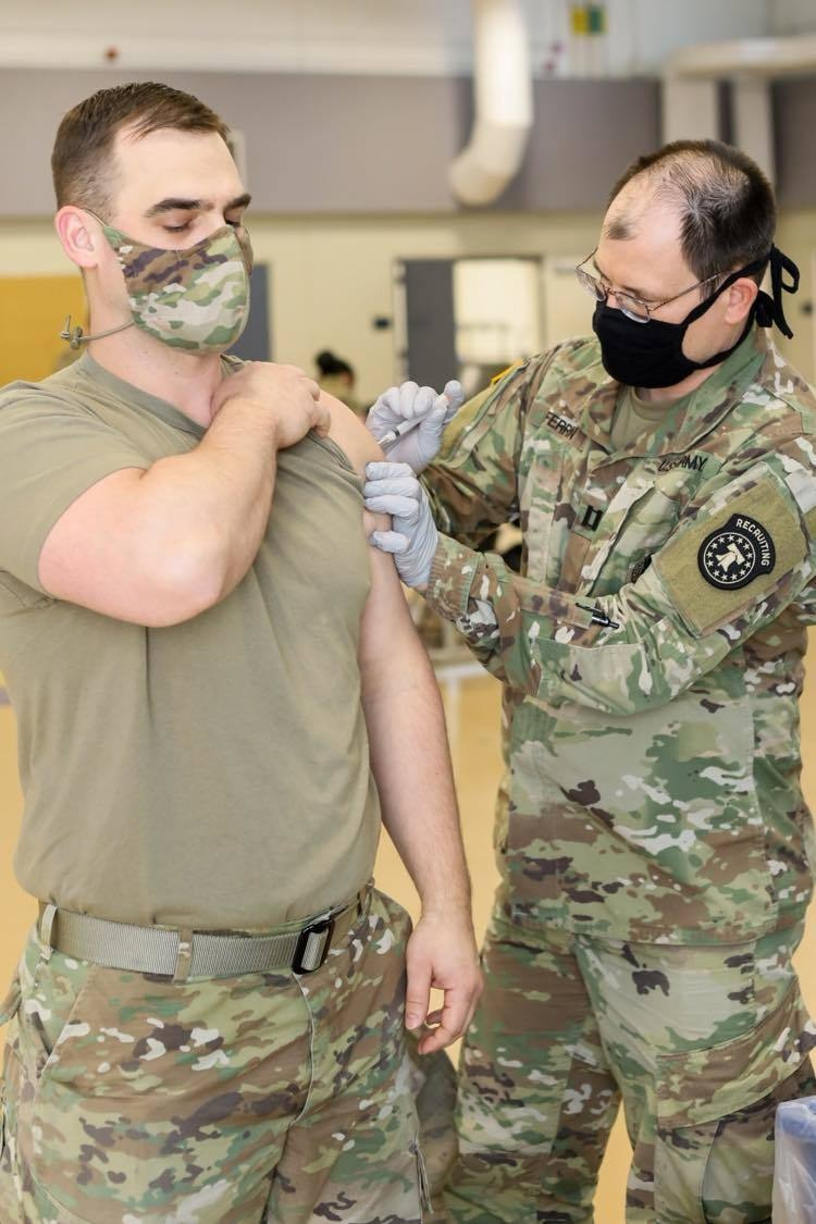 Army Recruiter Volunteers to Support COVID-19 Vaccination Clinic
