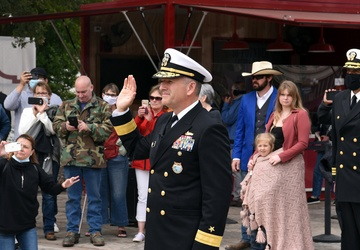Future Sailors sworn in at the Alamo during San Antonio Navy Week