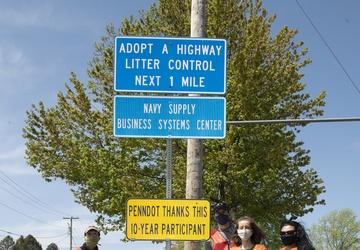 NAVSUP BSC Sailors Adopt A Highway, Keep Community Clean