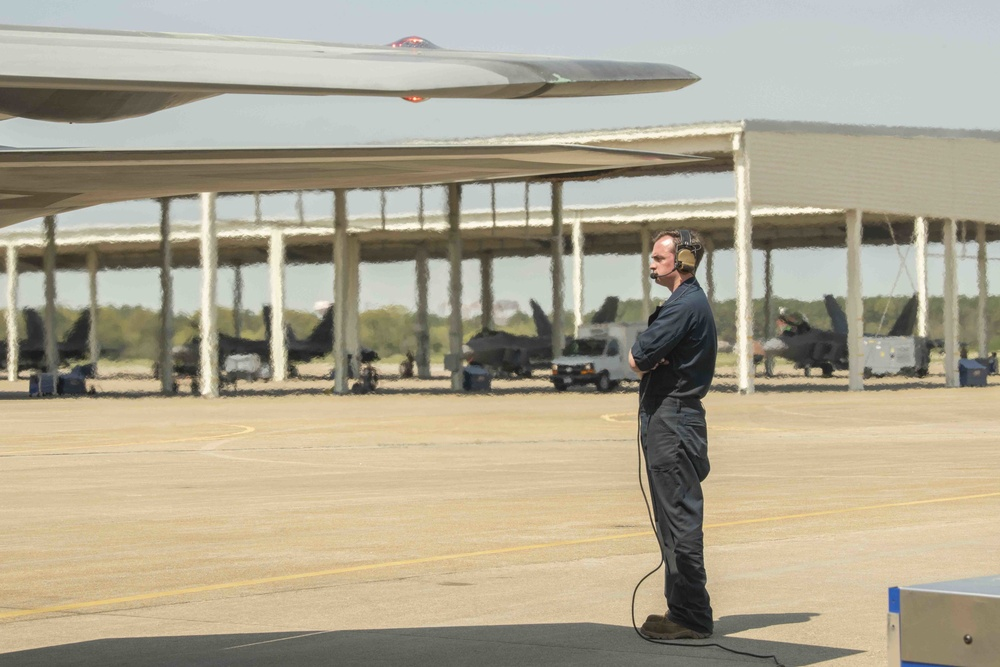 VaANG maintainers rebuild F-22 Raptor after collapse on JBLE flight line