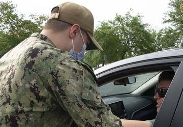 Naval Hospital Pensacola Conducts a Drive-thru COVID-19 Vaccination Clinic
