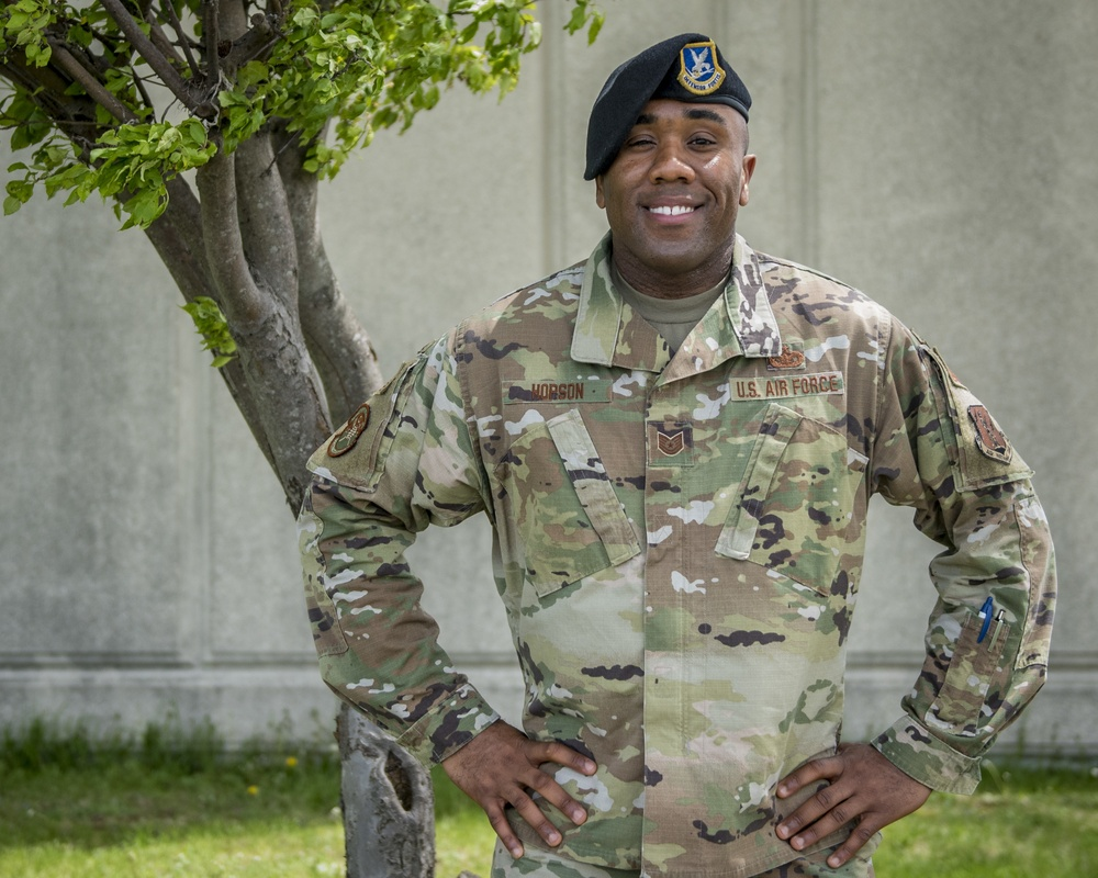 121st ARW recruiter receives recognition