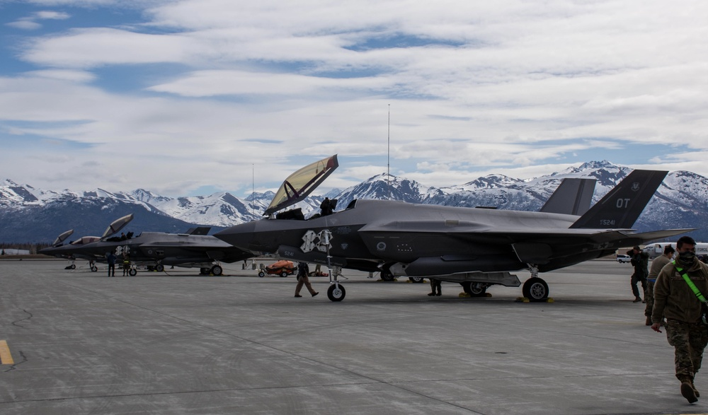 F-15EXs, F-35s at Northern Edge