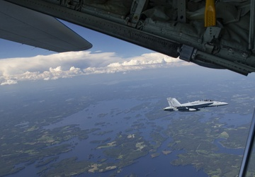 Marines conduct aerial refueling in Finland