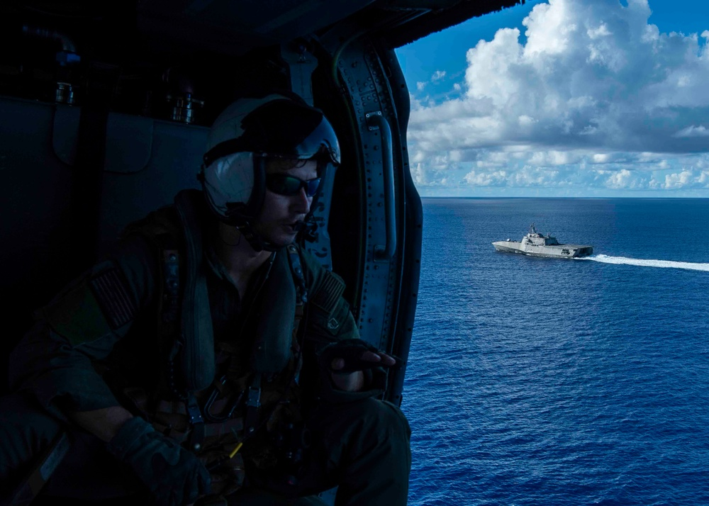 USS Tulsa (LCS 16) conducts flight operations in the Philippine Sea