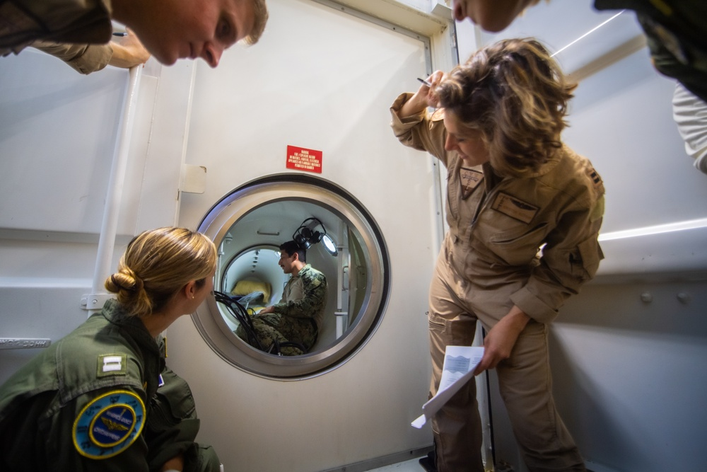 U.S. Navy Diver Demonstrates Medical Capabilities aboard USS Carl Vinson (CVN 70)