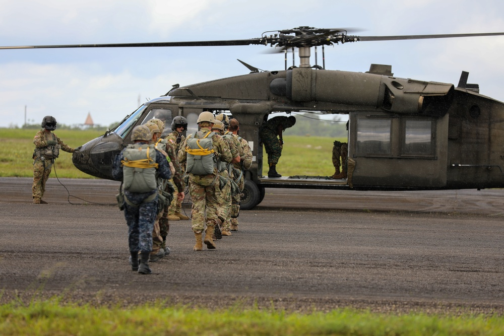 Tradewinds 2021 takes to skies for Para Ops