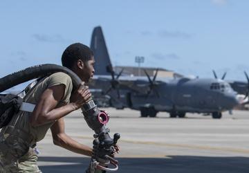 Air Commandos work together to fuel aircraft